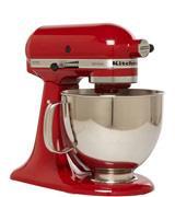 Aujourd'hui, on a même des robots de cuisine comme ce Kitchenaid rouge (en solde)…